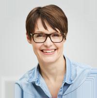 Porträt Nadja Katzenberger Jeanshemd dunkle Brille Blog